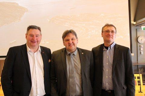 F.v.: Rune Edvardsen, Jonny Finstad (Stortingsrepresentant Høyre) og Thor Brækkan Områdedirektør Bane Nor.