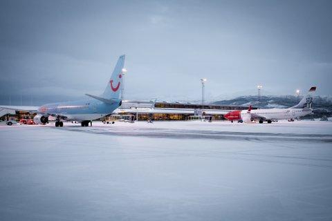 Utfordrende forhold: Is på rullebanen og sterk vind var årsakene til at pilotene av Thomas Cook-flyet ikke turte å lande på Evenes. Arkivfoto: Ragnar Bøifot
