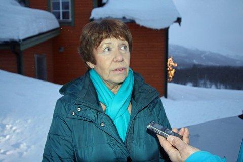 PÅRØRENDE-KONTAKT: Balsfjord-ordfører Gunda Johansen har de siste dagene hatt ansvar for oppfølgingen av de pårørende. - Man jeg har levd noen år og har litt verktøy i ryggsekken, så man klarer å håndtere det. Foto: Thor Harald Henriksen