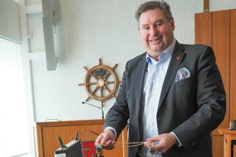 GAVE: En kanadisk mann håper å kunne overraske kona med et bilde av Narviks ordfører.