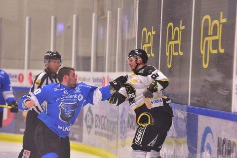 Eirik Hopen slo godt fra seg i duellen mot Oilers-spiller Tommy Kristiansen.