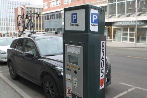 Ekstraavgift: Leverandørerene av parkeringsapper i Narvik kommune tar ekstra betalt dersom du benytter deres betalingsløsning.