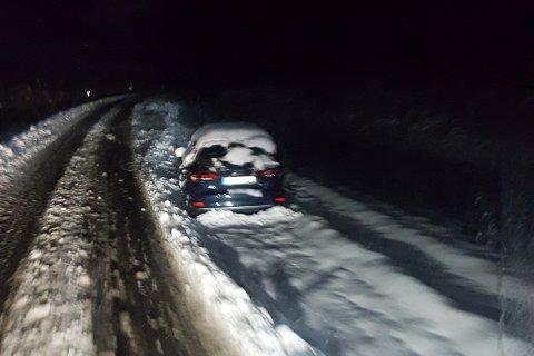 SNØKAOS: Slik så det ut da Dag André Jensen kjørte over E10 på svensk side.