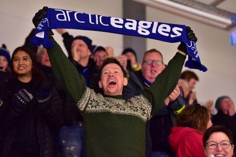 – Vi håper at folk vil støtte oss og kjøpe billett. All inntekt går til drift av klubben og forberedelser til ny sesong, sier leder Stig Winther og nestleder Bjørn Tormod Nilsen i hockeyklubben. Her fra en jubelscene da Arctic Eagles vant 3-1 over Stjernen.