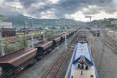 I dag er Ofotbanen Norges nordligste jernbane. 76 prosent av nordlendingene som har blitt spurt i en måling gjort av InFact AS for Amedia-avisene i Nord-Norge, vil ha det annerledes.