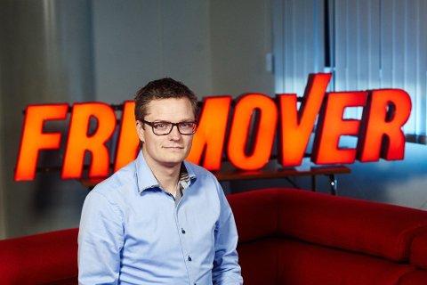 DELER UT: Sjefredaktør Christian Senning Andersen gleder seg stort over muligheten Fremover har fått av Amedia-konsernet.