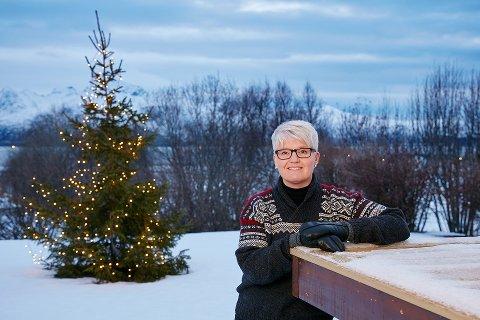 LYS I MØRKET: Ramona Lind mistet sønnen i januar og har siden kjempet en utrettelig kamp for at andre skal slippe sorgen hun i dag bærer på.  - Jeg opplever en massiv støtte fra all slags folk. Det er lyspunkt i min mørketid, sier hun.