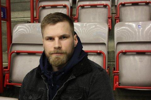 KLAR: Rasmus Lindstrøm er blitt klar for spill etter at supporterne samlet inn lisenspenger.
