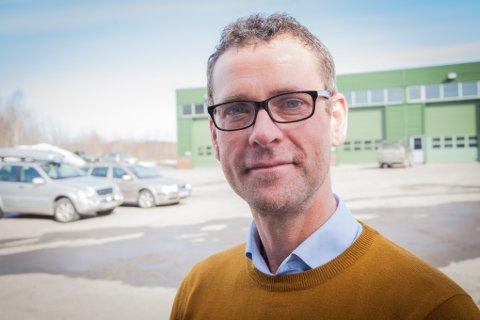 HÅPER: John Ommund Syvertsen, utbyggngssjef for Evenes, håper å få en løsning for folk som kommer sørfra.