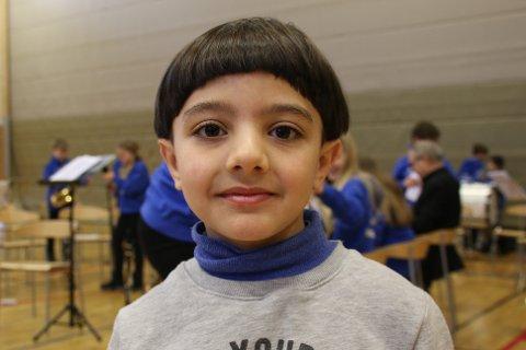 Rytmesans: Syvåringen Ammar (snart 8!) viste at han hadde rytmen inne da han fikk opptre foran medelever og lærere sammen med Narvik skolekorps.
