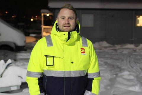 Hektisk arbeidsdag: Christopher Johansen (31), prosjektleder hos TM, forteller at det siste døgnet har vært hektisk mens snøen har lavet ned.
