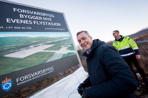 AVTALE: Regjeringen, her ved forsvarsminister Frank Bakke-Jensen, har forhandlet fram en avtale som gjør det mulig for USA å investere i anlegg inne på Evenes flystasjon.