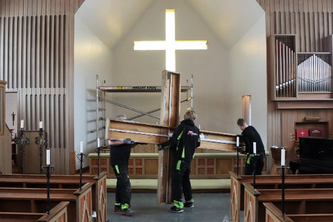 Felles løft: Lokalt engasjement for Narviks kulturhus nummer to har sikret evig lys i korset – signaturen til sjømannskirken.