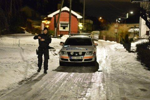Politiet ved boligen natten som det brutale hjemmeranet ble utført. Foto: Rune Folkedal