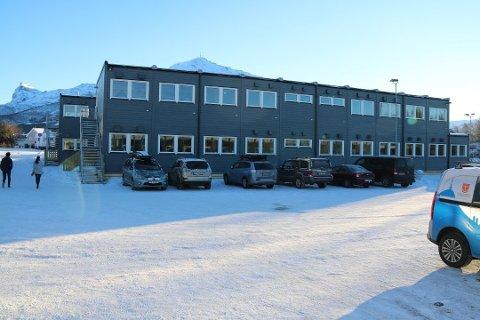 Vifter med paragrafer: FAU ved Narvik ungdomsskole stilte krav de kanskje ikke kunne stille, men Narvik kommune svarer med paragrafer de ikke hadde trengt å svare med. Kravlisten fra FAU er en alvorlig bekymringsmelding kommunen som skoleeier burde tatt på større alvor, ikke svart på med rolleavklaring og mandatforklaringer.