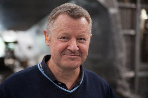 VED MOT: Bård Meek-Hansen som er daglig leder i Grovfjord Mek holder seg positiv til tross for mange utfordringer.