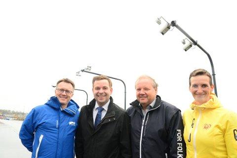 Espen Rokkan (H), Allan Ellingsen (Frp), Jonny Gulbrandsen (Frp) og Bente Haukås (KrF) er meget tilfreds med å kunne fortelle at én av Bodøs bommer vil bli revet. Foto: Anders Bergundhaugen