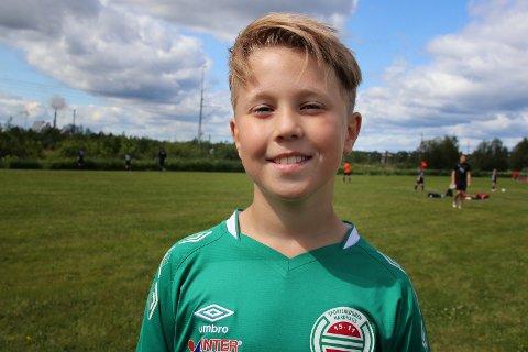 PÅ PITEÅ SUMMER GAMES: Sindre Thune Hjelle har det suverent på tur med laget sitt. – Det er ganske mye ferie, men fotballen er likevel det viktigste.