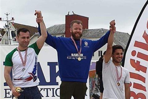 TOK SITT FEMTE NM-GULL: Bryteren Eric Barth (i midten) fra Narvik.