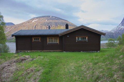 SOLGT: Frostisen gård i Sør-Skjomen som lå ut for salg med en prisantydning på 9,5 millioner kroner  står nå oppført som solgt, men verken eiendomsmegler eller selger vil si noe om salget.