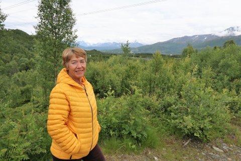 STORE AREALER: I bakgrunnen ligger området Balsfjord nå vil regulere for kraftkrevende industri. Ordfører Gunda Johansen tror på stor vekst i kommunen.