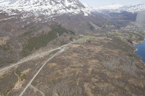 Sentralt plassert: Herjangshøgda næringsområde ligger sentralt plassert, helt inntil E10, tre kilometer vest for Bjerkvik.