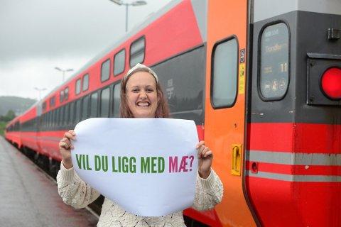 - Jeg håper det kan dra i gang mange hyggelige samtaler om tog, sier MDG-politiker Kjersti Myro. Foto: Anders Bergundhaugen