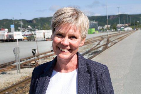 FORNØYD: Åsunn Lyngedal er sikker på flertall i Stortinget når hun legger frem forslag om å dele opp Hålogalandsveien i flere mindre prosjekt. Det kan Norge tjene store penger på, mener hun.