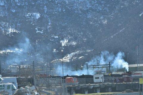 Tar avstand: Havnedirektør Rune Arnøy forteller at Narvik Havn tar avstand fra utslipp likt det man ser på bildet.
