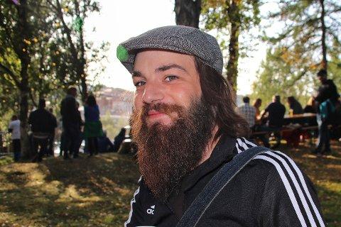 Kompis: Bendik Urban Andersson er en musikalsk multikunstner, og mangeårig kompis med fredagens publikumsfavoritt, Sondre Justad.