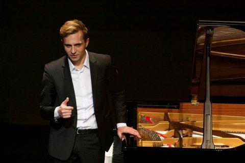 TIL SJØMANNSKIRKA: Den prisvinnende pianisten Kiryl Keduk kommer til Sjømannskirka i Narvik.