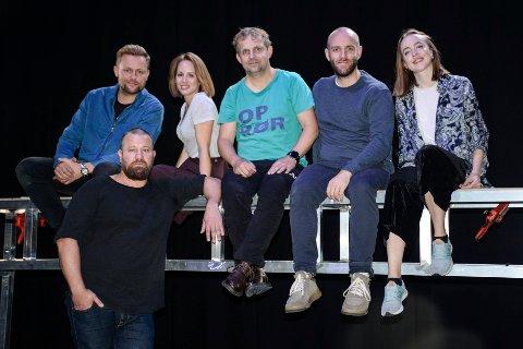 Sondre Krogtoft Larsen spiller hovedrollen, Jim i stykket Narvik. Kim Sørensen (regissør), Christine Guldbrandsen, Kristian Winther, Johannes Winther Farstad og Kari Sandnes.