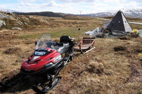 TURISTSATSING: Turistene fikk oppleve nordlys og mating av rein ved anlegget på Kvaløya. Bildet er fra sommeren 2019.