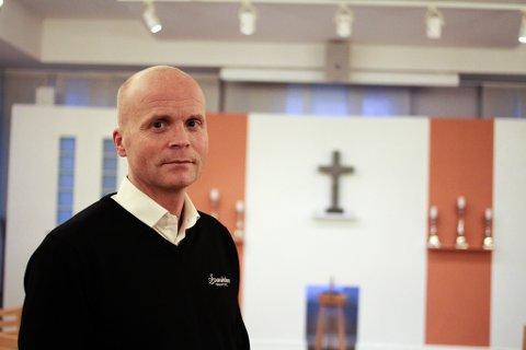 Daglig leder ved Svanholm Gravferd, Lars Svanholm mener utviklingen er bekymringsfull. Hvert år håndterer begravelsesbyrået mellom 800 og 900 dødsfall.