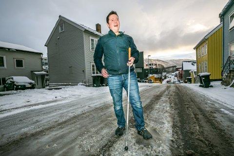 DEN SISTE SNØHØSTEN: Snøen og isen rakk å legge seg også denne høsten, før Cliff Isaksen (38) pakker flyttesakene og flytter sørover med familien i slutten av november.