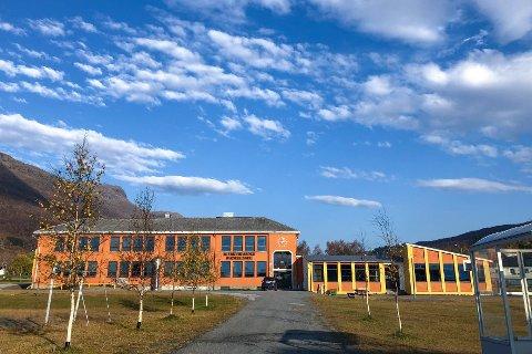Alle som ble testet på Bjerkvik skole testet negativt på hurtigtestene søndag.