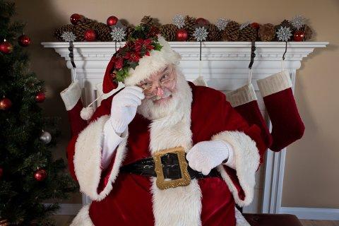 DÅRLIGE TIDER: Selv julenissen sliter i koronatiden. Illustrasjonsfoto