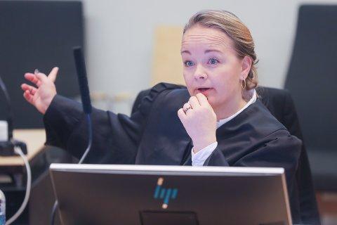 AKTOR: Statsadvokat Kirsti Jullum Jensen er aktor i saken mot 49-åringen. Mannen er tiltalt for omfattende bestillingsovergrep på nettet. I retten erkjente han delvis straffskyld.