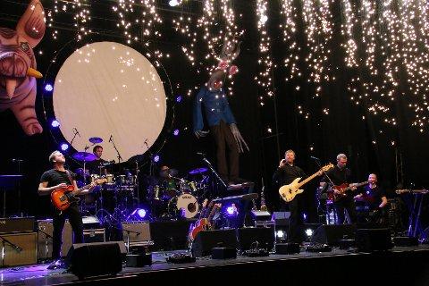 Råkka jul: Tributtbandet Shine on satte kulturhuset i fyr og flamme da de sist inntok Narvik med sine tolkninger av Pink Floyds fantastiske og udødelige musikk. Nå, fire år etter, kommer de med konseptet og gjør en nokså annerledes julekonsert. Det blir lite engler, men desto mer pyro og flyvende griser. Som her i 2016.