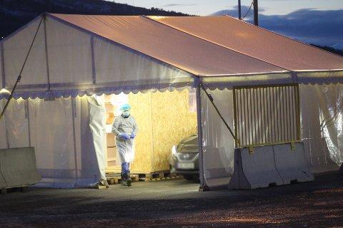 PLIKTIG: De som reiser til Norge fra 2. januar 2021 plikter å teste seg for korona. Her fra teststasjonen i Narvik.