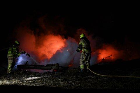 Brannvesenet klarte ikke berge hytten, men unngikk at brannen spredte seg videre.