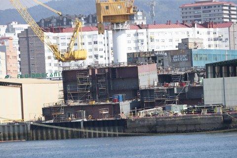 PÅBEGYNTE SKROG: Dette er helt ferske bilder fra Barreras i Spania. Det har ikke vært noen som helst aktivitet ved de to skipene siden august i fjor.