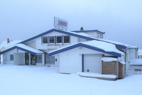 FORTSATT TOMT: Gamle Matkroken i Håkvik står fortsatt tomt. Hva bygget skal bli til vites ikke ennå.