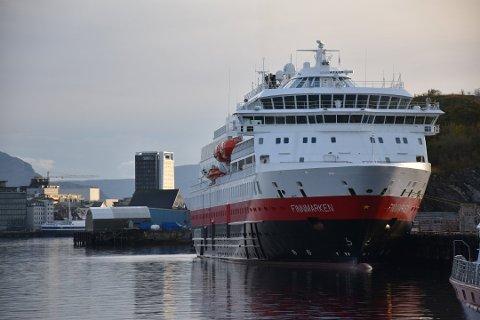 OPPGRADERINGER: MS Finnmarken ligger nå på Verft i Trøndelag mens den får omfattende oppgraderinger. Her er et bilde av fartøyet i 2016 da det lå til kai i Bodø.