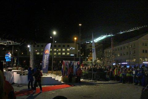 Åpnet: Skipresident Erik Røste sto for den offisielle åpningen av Jr-VM i alpint. Og skrøt av arrangementstab, de frivillige, arena, anlegg og byen.