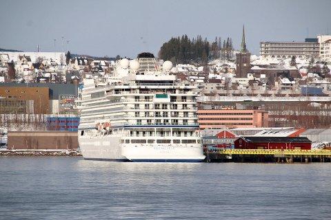 VIKING STAR: Cruiseskipet var i Narvik for femte gang i år lørdag. Passasjerene legger trolig igjen rundt 800.000 kroner i løpet av besøket.
