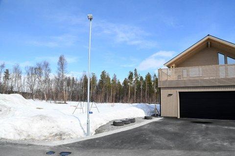 FOR NÆRT: Thomashøyden 14 (til høyre) er bygget for nært tomta til Thomashøyden 16 til venstre.