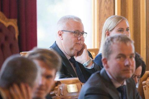 AVVENTENDE: Bård Hoksrud, Frp, fastslår at det er flertall i Stortinget for å dele opp Hålogalandsveien - og forventer at sånn blir det. Men den 19. stemmer han ikke for å instruere regjeringen.