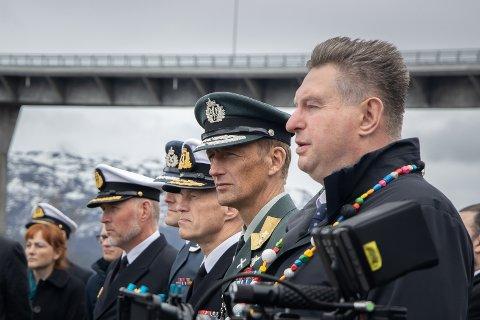 BEROLIGET: Ordfører Rune Edvardsen ringte forsvarssjef Eirik Kristoffersen da han fikk høre om anbefalingen fra departementet om å flytte HV-16.