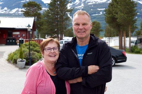Geir Johnsen sammen med storesøster Jorun. Store deler av familien er engasjert i campingdriften som i høysessongen sysselsetter 20 ansatte.